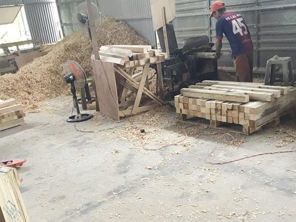 Sawing timber for export according to required specifications 10